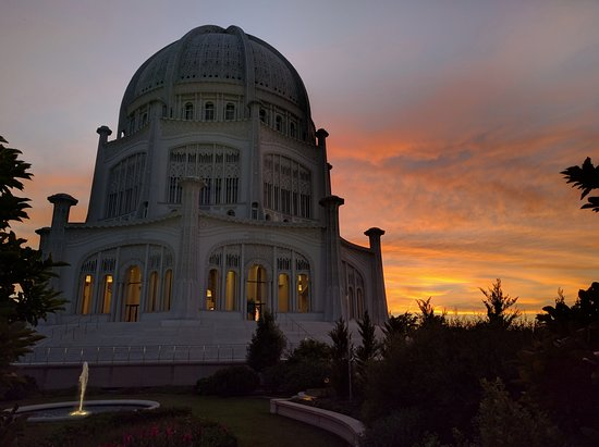 Wilmette, IL: Baha'i at sunset
