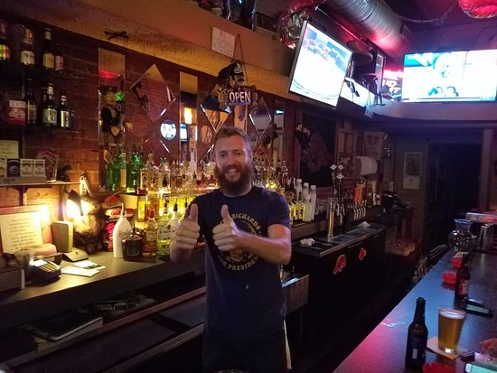 Fayetteville, AR : Great bartenders and waitresses, clean bathrooms