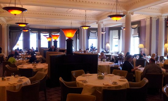 Auchterarder, UK: Strathearn Restaurant - a pianist on a grand piano gave great atmosphere