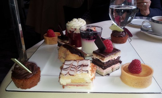 Auchterarder, UK: Third tier on the stand carried lovely French Fancies