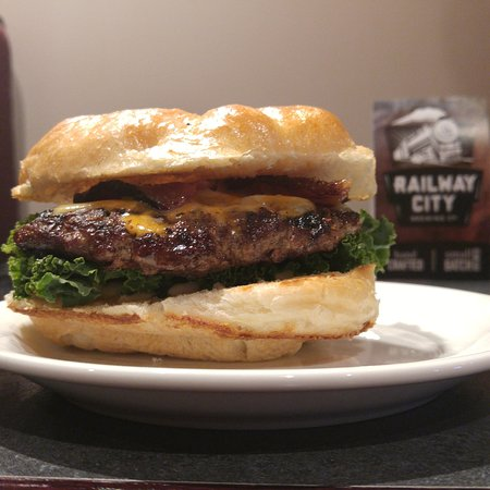 Amherstburg, Canadá: Jalapeno Cheddar Bacon Feature Burger