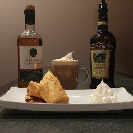 Amherstburg, Canadá: Pumpkin Cheesecake Strudel with Irish Coffee
