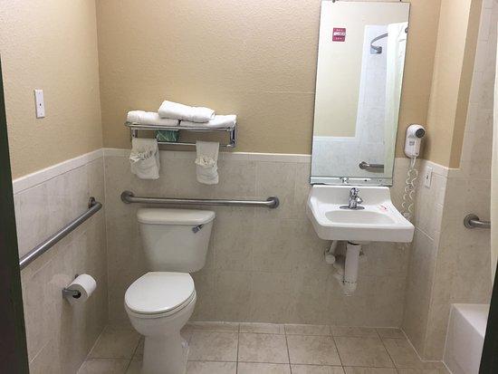 Humble, تكساس: Handicap Bathroom
