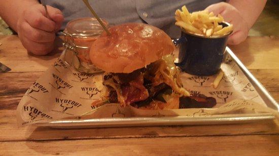 Menai Bridge, UK: Burger