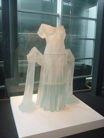 Corning, NY: Vestido blanco de vidrio