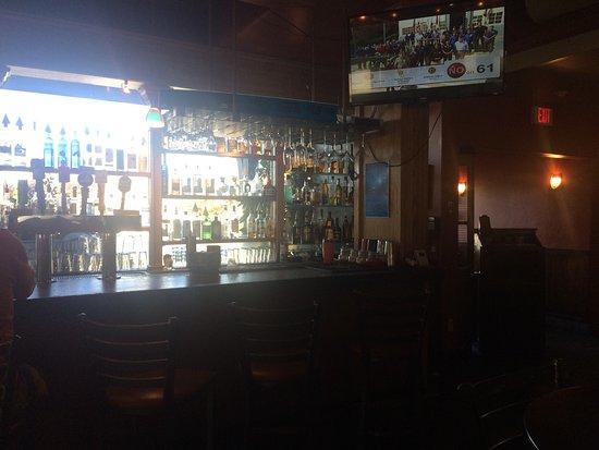 Johnny Garlic's: Full bar