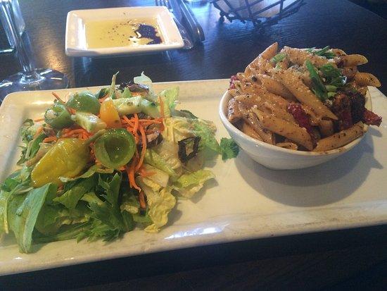 Johnny Garlic's: Chicken penne lunch express