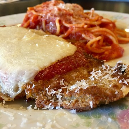 Somerset, Pensilvania: Egg plant Parmesan and a side of freshly made pasta