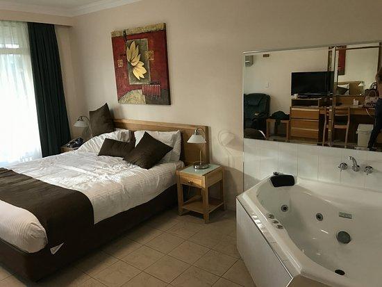 Singleton, Australia: We moved the cushions, nice room.