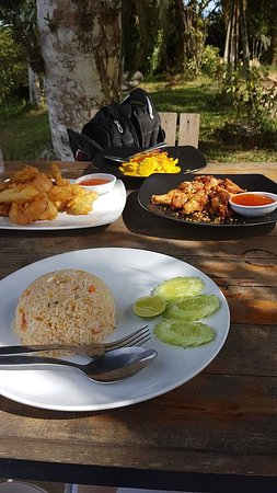 Maret, Tailandia: Yummy lunch at the restaurant!