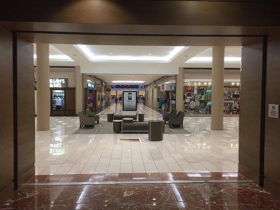 Hoover, Алабама: Hyatt Regency entrance to the mall