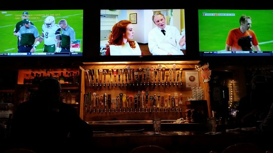Interlochen, MI: 52 beer taps with big Hi def TV's