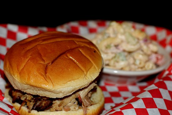Marion, VA: BBQ  and dont forget the Macaroni Salad!