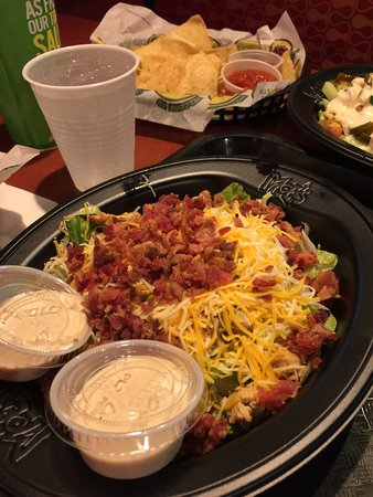 Moe's Southwest Grill: Close Talker Salad w/ Chicken & Bacon Bits