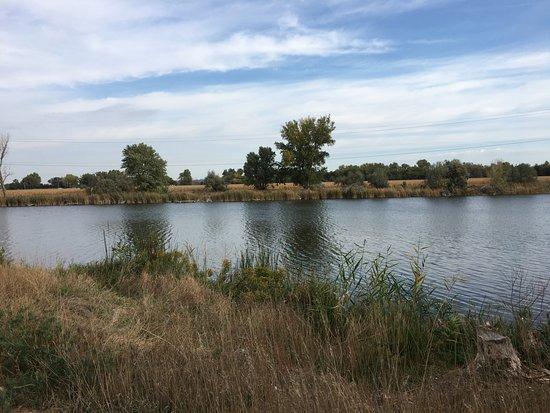 Grand Island, NE: Walking around the lake in back
