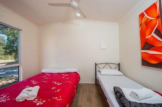 Ballina, Australia: Master bedroom Large family cabins