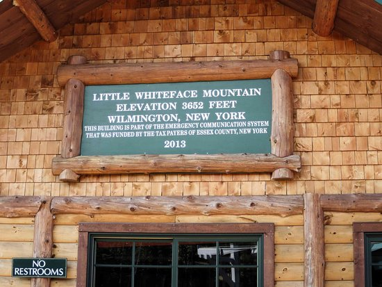 Wilmington, NY: Top of Little WhiteFace Mountain - no restrooms!
