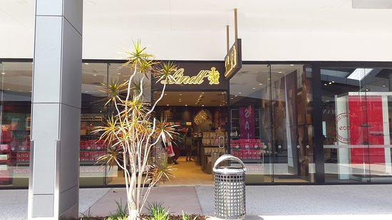 Biggera Waters, Australia: Harbour Town Outlet Shopping Centre