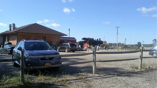 Bellville, OH: Enterence to diner & a large parking area with childrens play area.