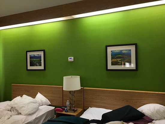 Sleep Inn: I do like the green accent wall with pastoral, colorful art prints
