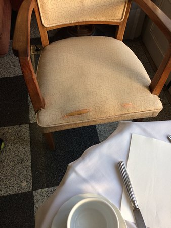 Hotel Metropole: Worn and ripped chair in dining room