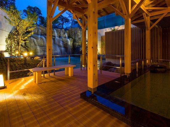 Tendo, Япония: 滝音に耳を傾けながら寛ぐひととき