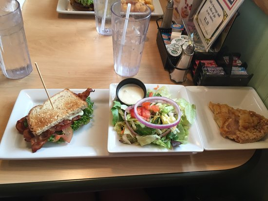 Cranberry Township, Pensilvania: 1/2 sandwich and salad