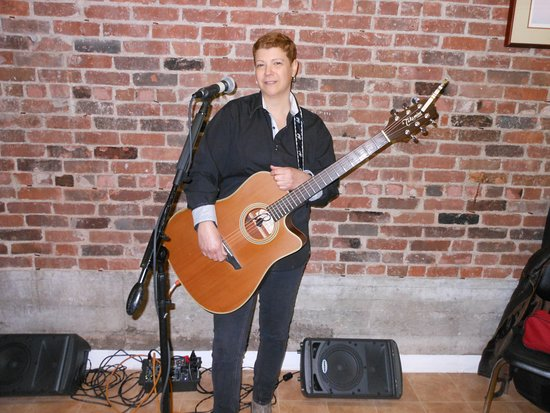Wallingford, CT: Singer/Songwriter ArleneWow!