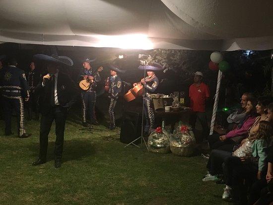 Puembo, Ecuador: Lindo restaurante, deliciosa comida, excelente atención, atendido por el dueño, juego y cuidador