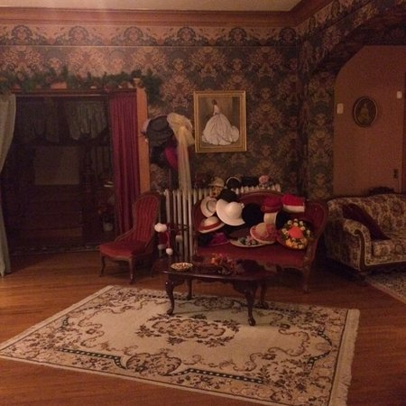Abilene, KS: Downstairs Parlour, very comfortable