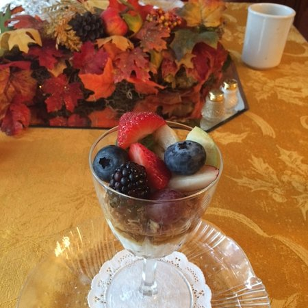 Abilene's Victorian Inn Bed & Breakfast: fruit cup to start the meal