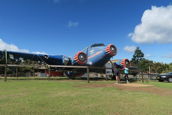 Canungra, Austrália: History - replica plane that crashed near O'Reillys