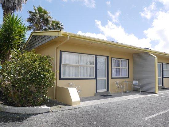 Raglan, นิวซีแลนด์: Unit 5. Longboard Louies
