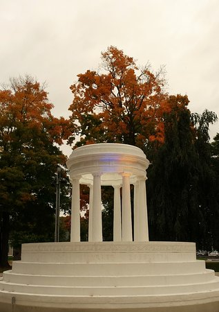 Marshall, MI: Brooks Memorial Fountain in the fall