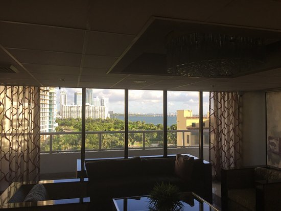 Doubletree by Hilton Grand Hotel Biscayne Bay: Great views but not the cleanest.