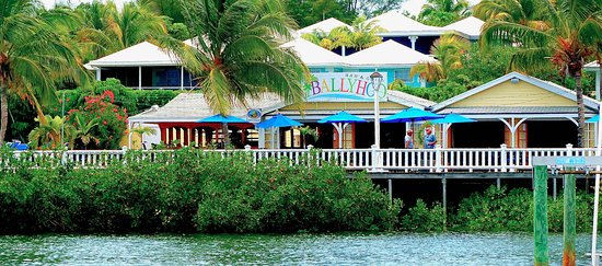 Bluff House Beach Resort & Marina: Ballyhoo Bar & Grill