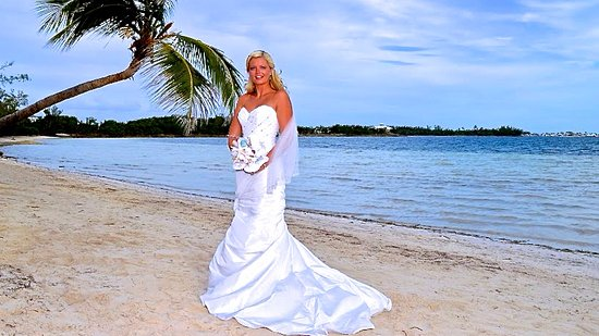 Green Turtle Cay: Destination Beach Wedding at Bluff House