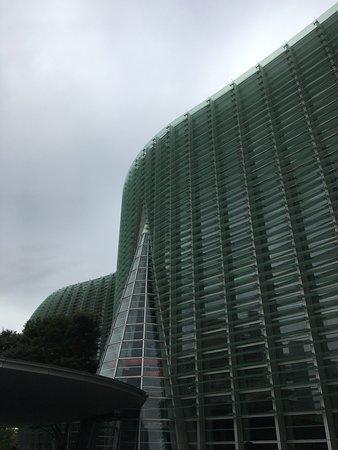The National Art Center, Tokyo: 外観。