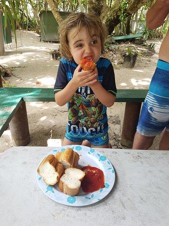 Muri, Cooköarna: Bread and sauce - yum!