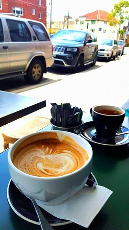 Coogee, ออสเตรเลีย: coffee in a bowl....the best