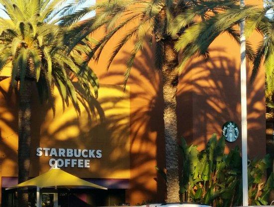 Tustin, Καλιφόρνια: Starbucks
