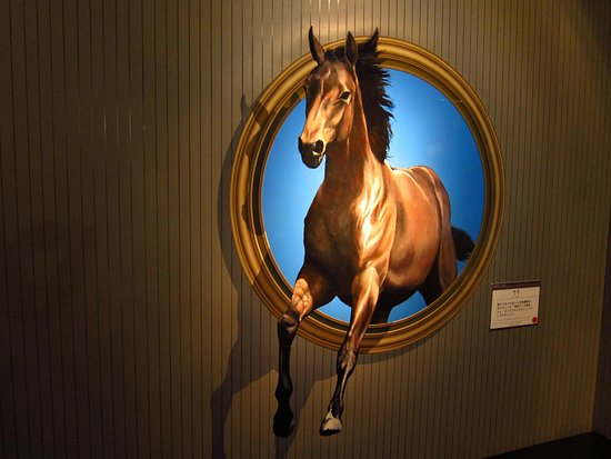 Nikko, اليابان: 窓から飛び出る馬!