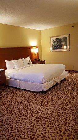 Norwalk, CA: King bed