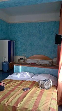 double beds - Foto di Hotel Soggiorno Athena, Pisa - TripAdvisor