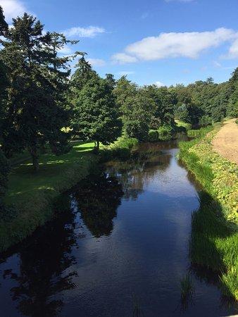 Alnwick, UK : Beautiful walk along the river