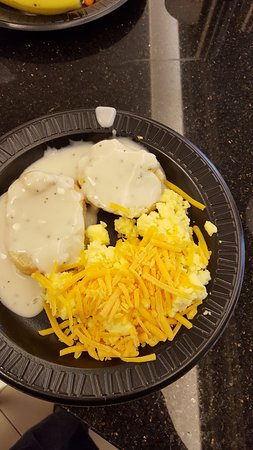 Drury Inn Kansas City Shawnee Mission: Eggs and biscuits and gravy