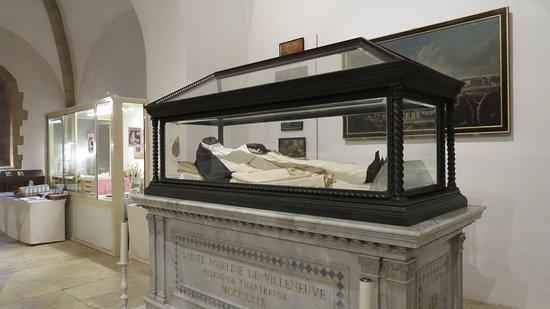 Chapelle Sainte Roseline: Sainte Roseline dans son cerceuil de cristal