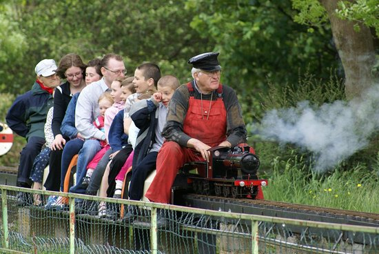 Brighouse, UK: Raises track at Ravensprings Park