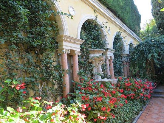 Jardin espagnol picture of villa jardins ephrussi de for Jardin villa rothschild