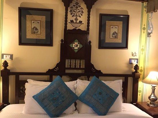 Hotel Swaroop Vilas: Bed setting